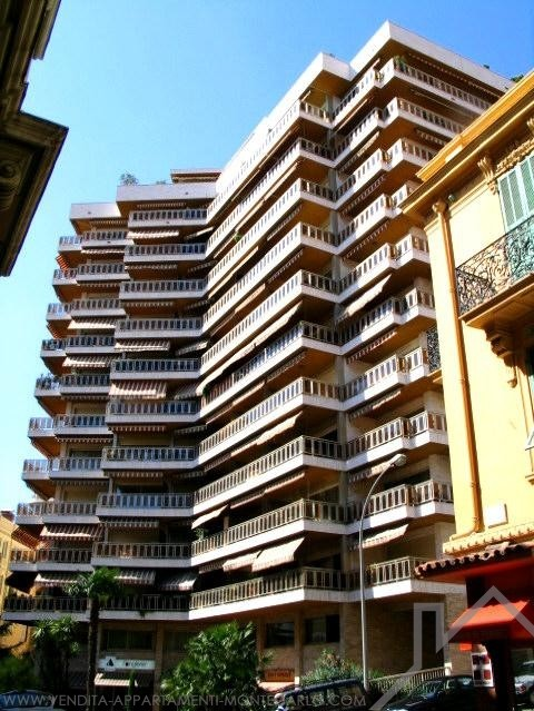 Buckingham Palace; Studio in building front, possibility mixed use - Apartments for rent in Monaco