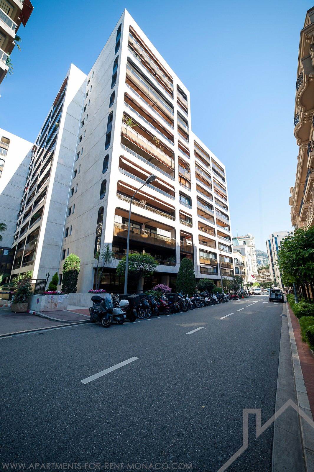 Montaigne: car park space, available quickly - Apartments for rent in Monaco