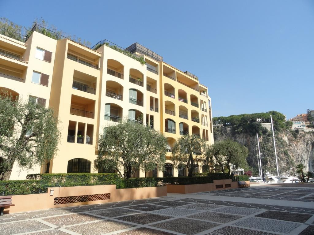 Offices with display case - Apartments for rent in Monaco