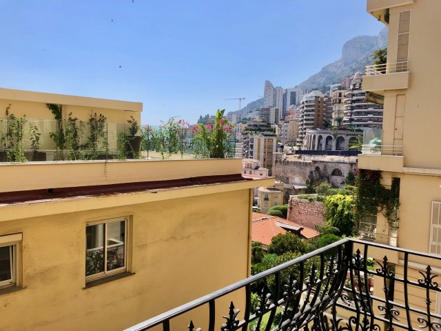 "2 BEDROOM APARTMENT IN A NICE ""BOURGEOIS"" BUILDING - Apartments for rent in Monaco"