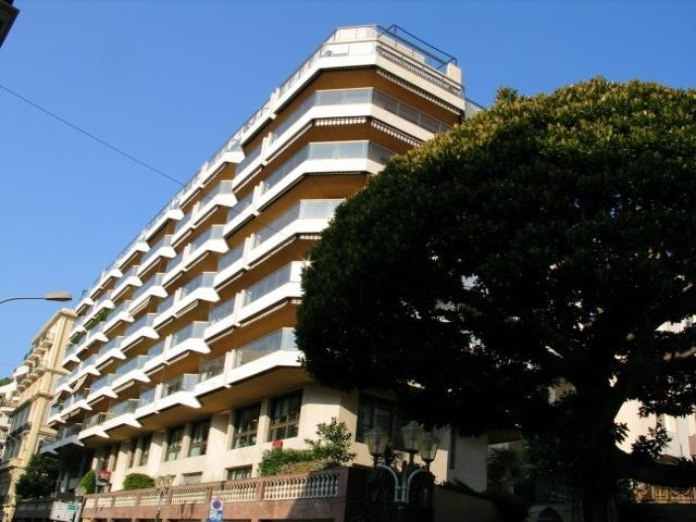 SEVERAL PARKING SPACES : CENTRAL AND SPACIOUS - Apartments for rent in Monaco