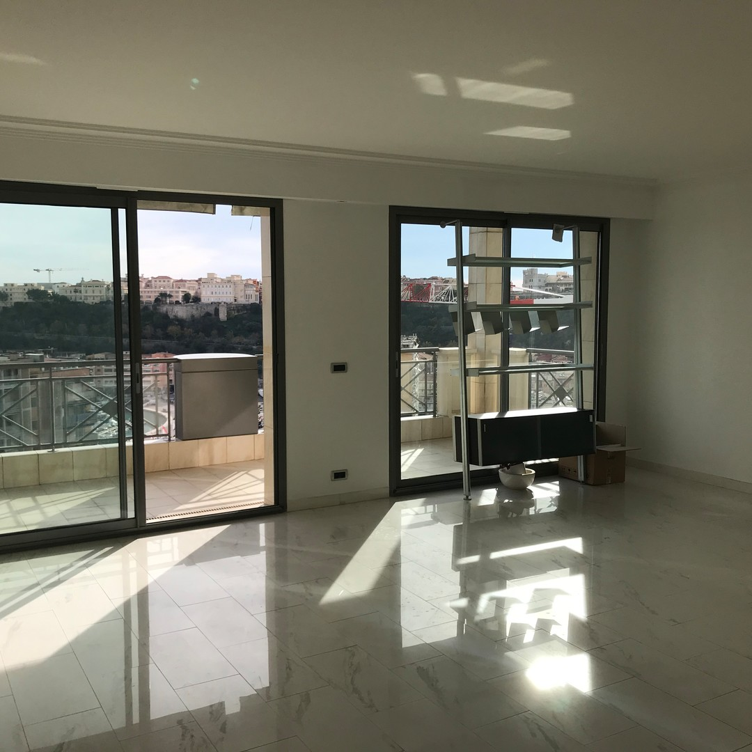 LUXURIOUS 2 BEDROOMS  - OFFICE USE POSSIBLE