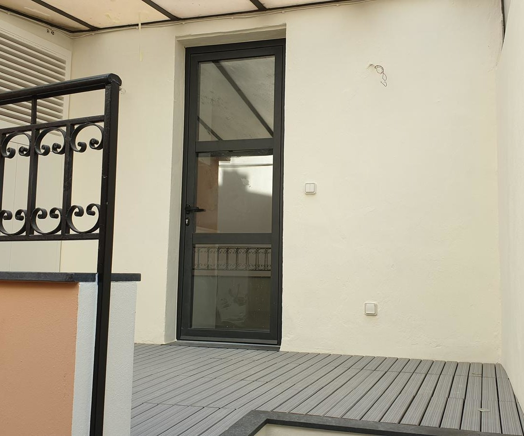 Beautiful little 2 rooms renovated with terrace