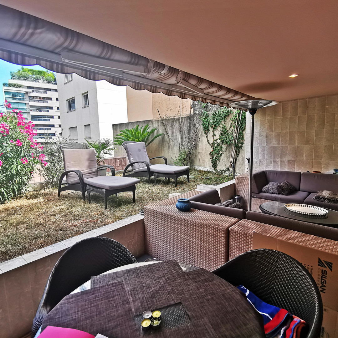 PATIO PALACE, Studio - dual usage in good condition with terrace and garden