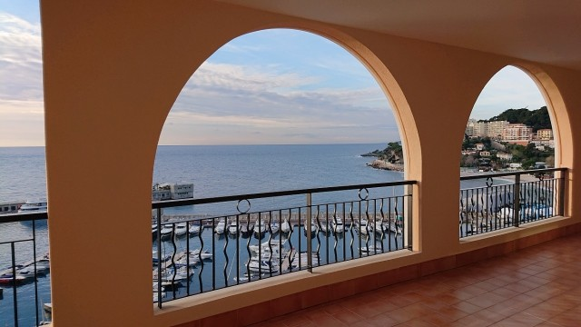 LUXURIOUS 4 ROOMS WITH FACING THE CAP D'AIL HARBOUR